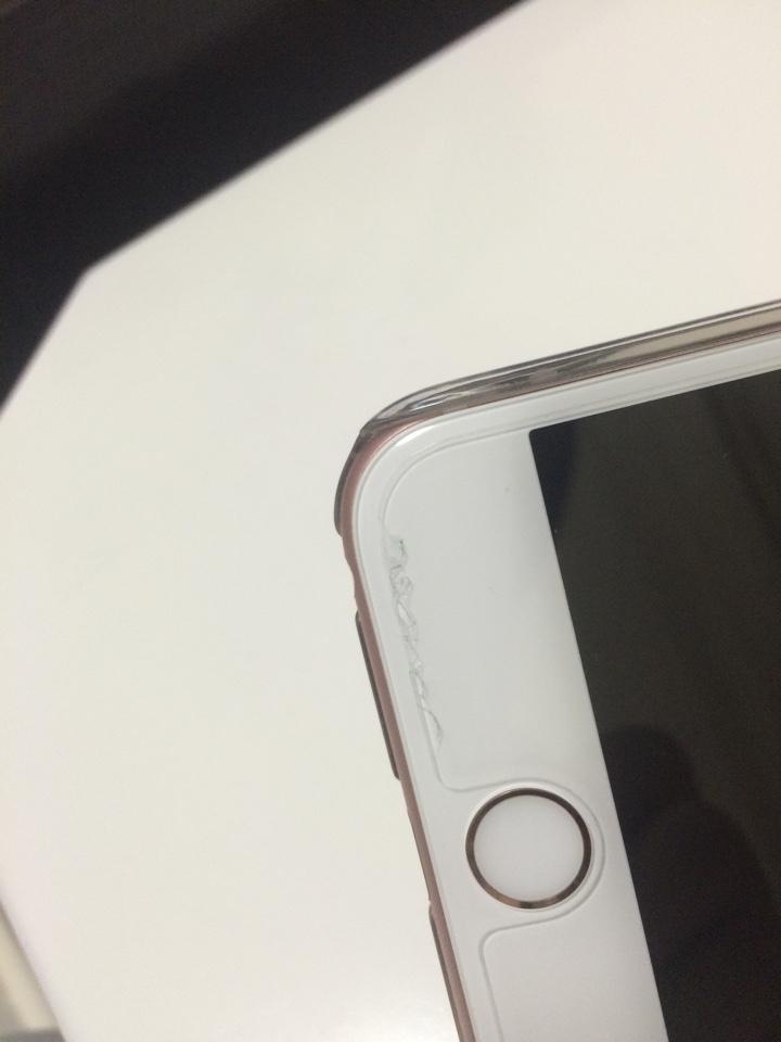 iPhone6s Plusに貼ったガラスフィルムの亀裂