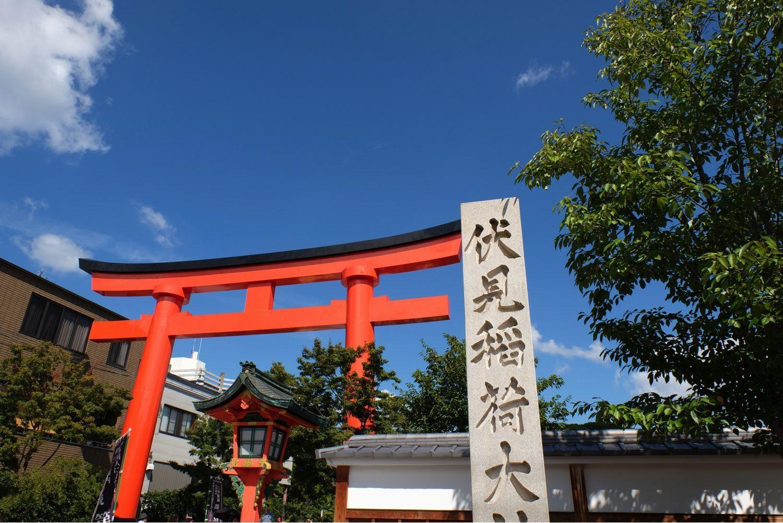 伏見稲荷大社の入り口(広角端)